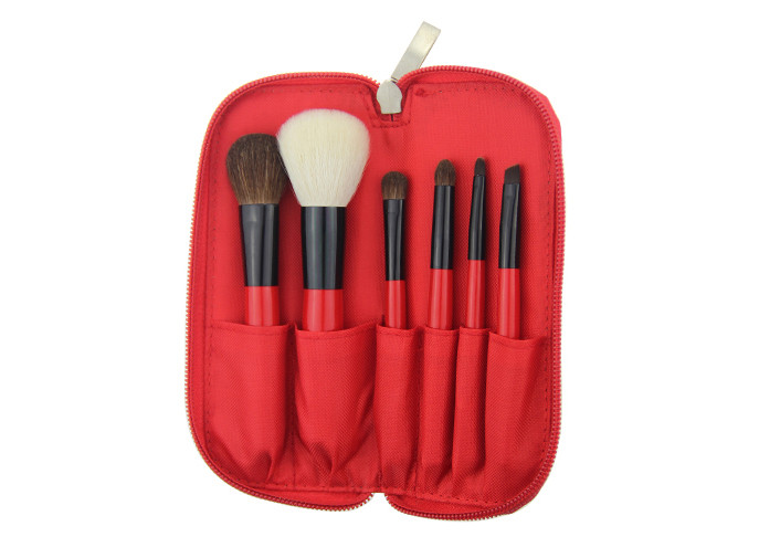 Mini Travel Makeup Brush Set With White Goat Hair And Red Handle