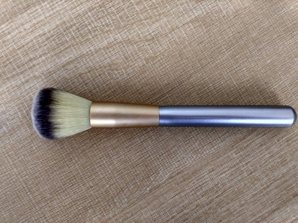 Popular Silver Handle Makeup Foundation Brush With Aluminium Ferrule